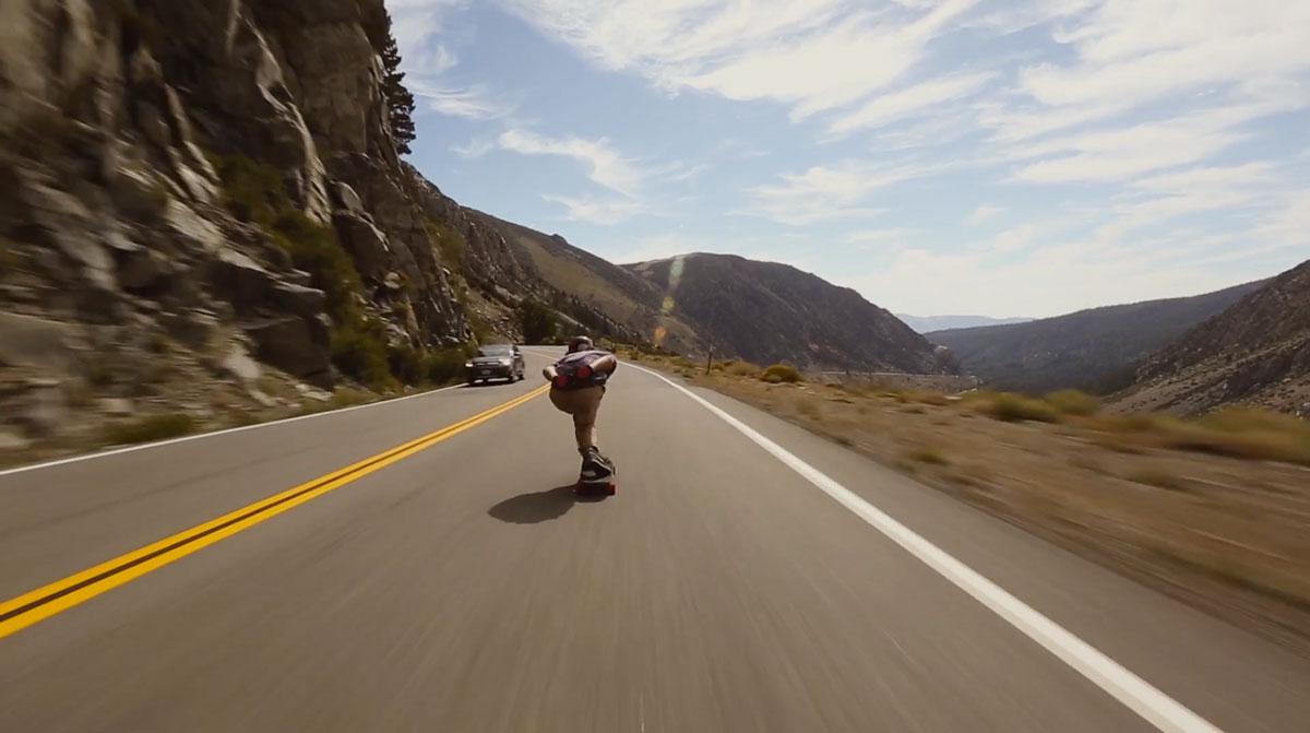 skateboard-grande-vitesse-route