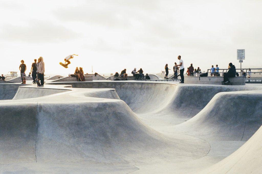 À Alès, une usine est aménagée en skate-parc